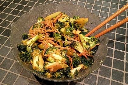 Champignons-Brokkoli-Thai-Currynudeln (Bild)