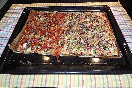 Pizza mit grünem Spargel und Schwarzwälder Schinken 1