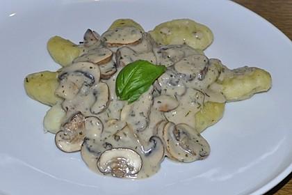 Bärlauchgnocchi mit feiner Champignon-Lauch-Rahmsoße