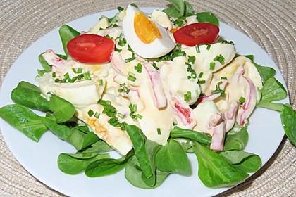 Bunter Eiersalat mit Avocado (Bild)