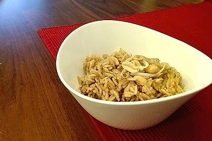 Reis mit Erdnussbutter und Sojasprossen