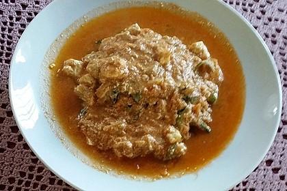 Zucchinispaghetti mit Joghurt-Tomatensoße, Garnelen und Schafkäse 2