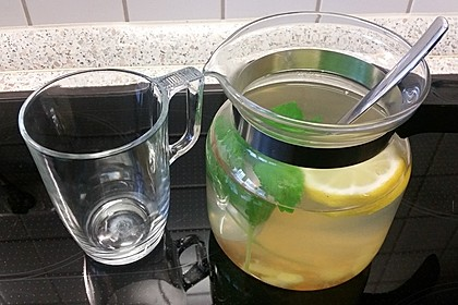 Frischer Tee mit Ingwer, Zitrone und Minze 1