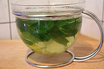 Frischer Tee mit Ingwer, Zitrone und Minze 2