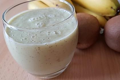 Avocado Kiwi Apfel Smoothie (Bild)