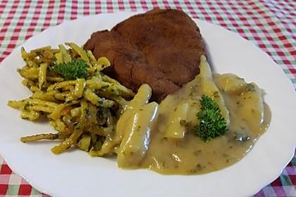 Spargelgemüse mit Bandnudeln und Schnitzeln Wiener Art (Bild)