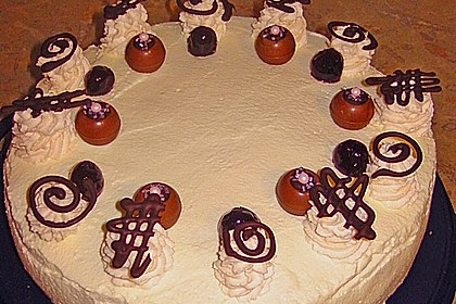 Käse - Sahne Torte mit Amarenakirschen 4