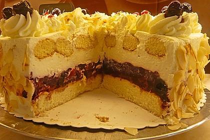 Käse - Sahne Torte mit Amarenakirschen 5