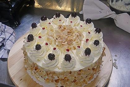 Käse - Sahne Torte mit Amarenakirschen 2