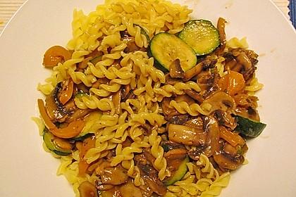 Nudeln mit Paprika-Pilz-Sauce 1
