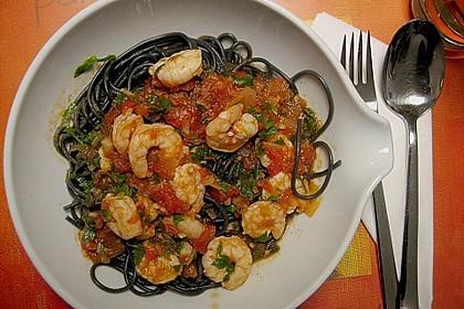 Schwarze Spaghetti mit Scampisugo 2