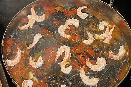 Schwarze Spaghetti mit Scampisugo 8