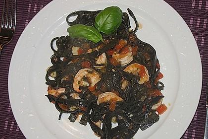 Schwarze Spaghetti mit Scampisugo 4