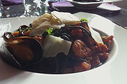 Schwarze Spaghetti mit Scampisugo 3
