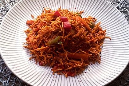 Asiatisch gebratene Nudeln süß-scharf, vegetarisch (Bild)