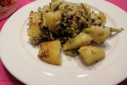 Grüner Spargel und neue Kartoffeln mit Bärlauch - Pesto (Bild)