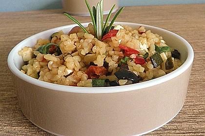 Mediterraner Bulgur-Salat mit Rucola