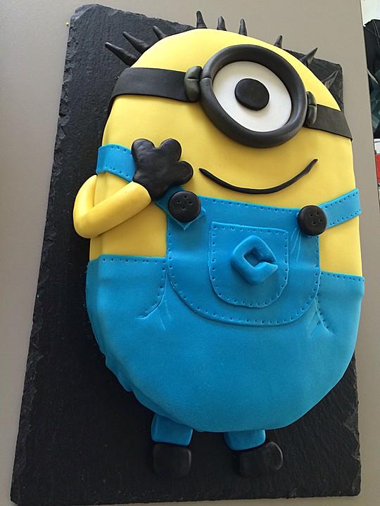 Minion Torte Mit Kinderschokoladencreme Von Melju1989 Chefkoch De