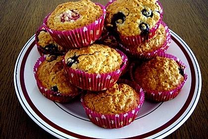 Beeren-Haferflocken-Muffins (Bild)