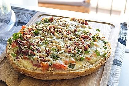 Hausgemachte Fladenbrot-Pizza lecker und lustig