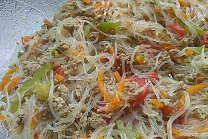 Leckerer Glasnudelsalat mit Hackfleisch und Gemüse 1