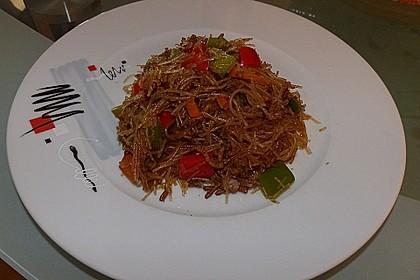 Leckerer Glasnudelsalat mit Hackfleisch und Gemüse