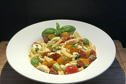 Duftende Tomaten-Mozzarella-Nudeln (Bild)