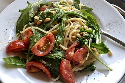 Spaghetti mit Rucola und Pinienkernen 3