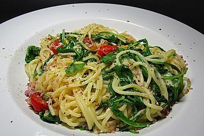 Spaghetti mit Rucola und Pinienkernen 4