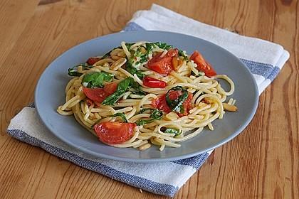 Spaghetti mit Rucola und Pinienkernen 2