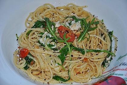 Spaghetti mit Rucola und Pinienkernen 8