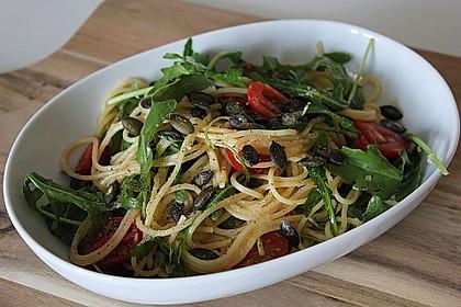 Spaghetti mit Rucola und Pinienkernen 1