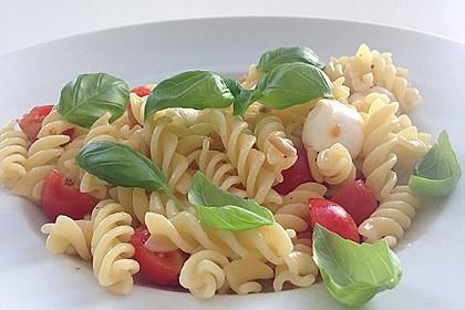 Spaghetti mit Rucola und Pinienkernen 9