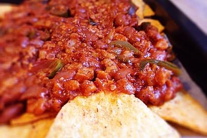 Überbackene Nachos mit Sojahack und pikanten Chilibohnen