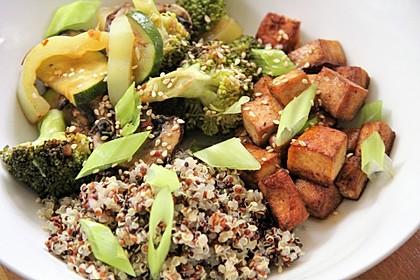 Tofu BBQ Bowl mit Bratgemüse und Quinoa