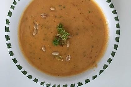 Süßkartoffel–Erdnuss-Suppe (Bild)