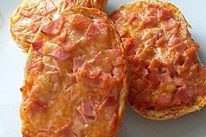 Saure-Sahne-Brötchen mit Schinken und Käse