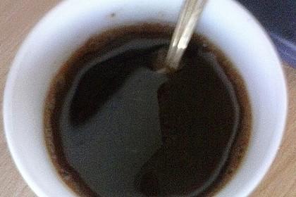 Süßer Kaffe ohne Milch oder Zucker