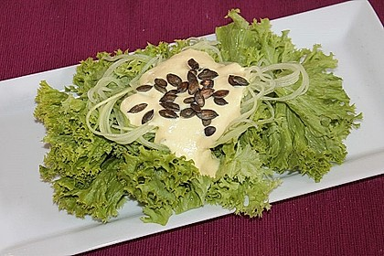 Lollo Rosso mit Salatgurke in Joghurt-Senf-Dressing 2