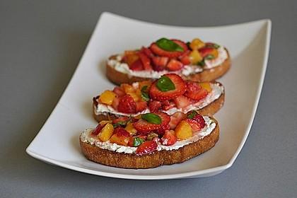 Fruchtige Erdbeer-Nektarinen-Bruschetta