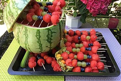 Obstspieße auf dem Melonengrill
