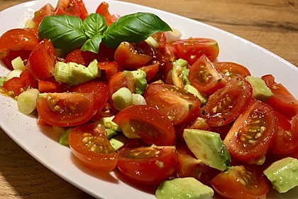Leckerer Tomaten-Avocado-Salat 1