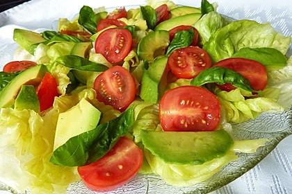 Leckerer Tomaten-Avocado-Salat 5
