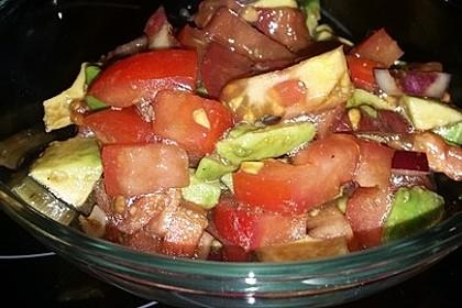Leckerer Tomaten-Avocado-Salat 25