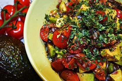 Leckerer Tomaten-Avocado-Salat 12