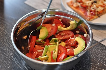 Leckerer Tomaten-Avocado-Salat 3