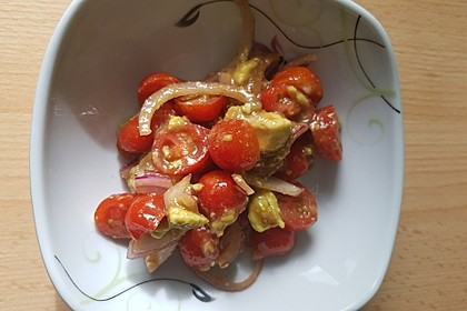 Leckerer Tomaten-Avocado-Salat 31