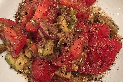 Leckerer Tomaten-Avocado-Salat 22