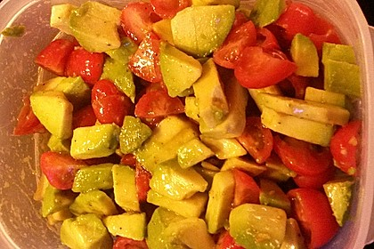 Leckerer Tomaten-Avocado-Salat 32