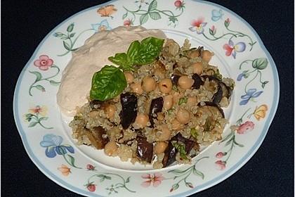 Quinoa-Auberginen-Salat mit Sesamcreme